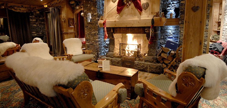 france_three-valleys-ski-area_val-thorens_hotel_le_sherpa_lounge_area.jpg